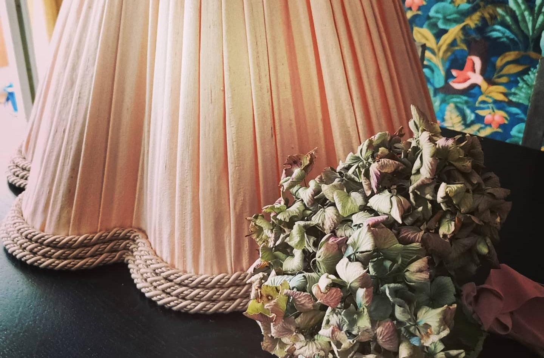 Abat jour à godrons sur-mesure passementerie soie plissée